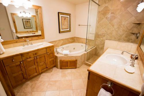 A103-master-bathroom