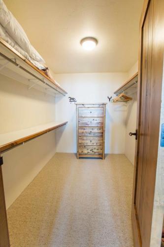 C302-closet