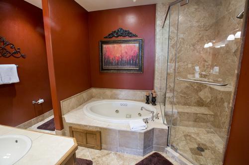 7- master bathroom