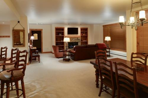 2- A206 living room 2