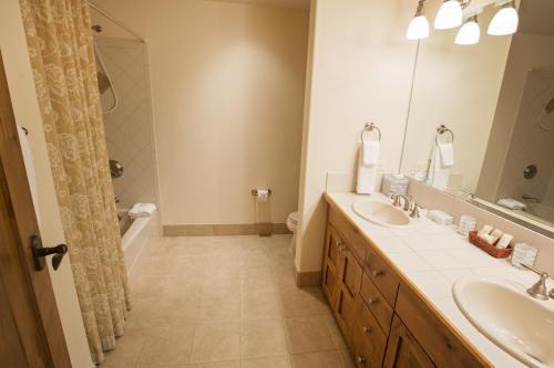9- A206 third bathroom