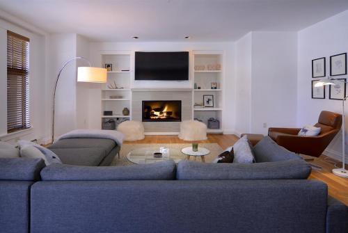 WW202 04 living room