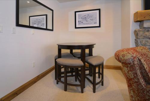 WestWall A101 08 dining nook