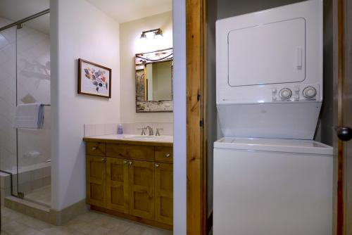 WestWall A101 11 laundry room