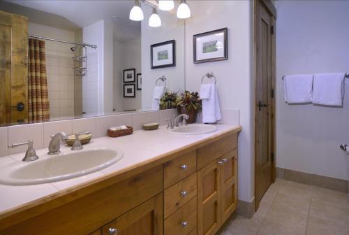 WestWall A203 10 guest bath 1