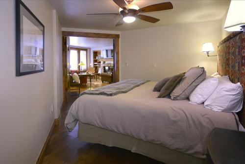WestWall A205 12 bedroom