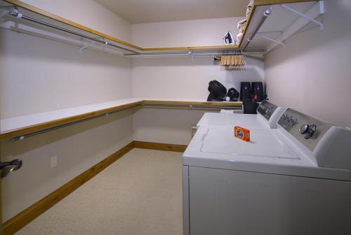 WestWall A205 13 laundry room