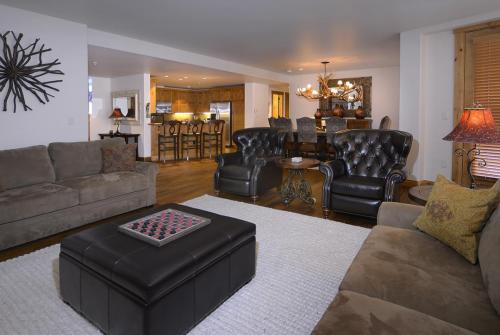 WestWall A302 04 living room