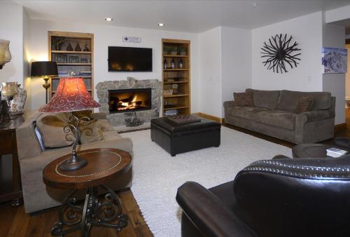 WestWall A302 05 living room