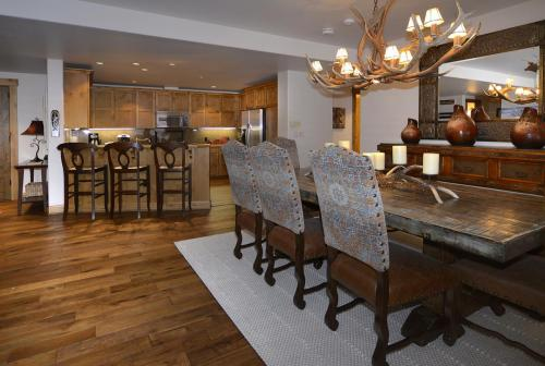 WestWall A302 08 dining room