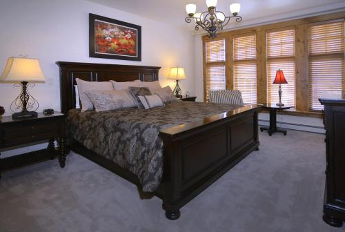 WestWall A302 10 master bed