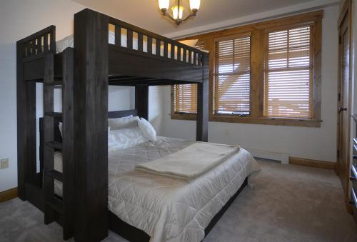 WestWall A302 12 guest bed