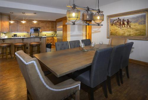 WestWall A303 05 dining room