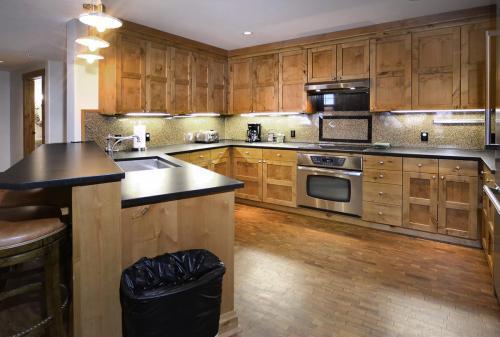 WestWall A303 06 kitchen