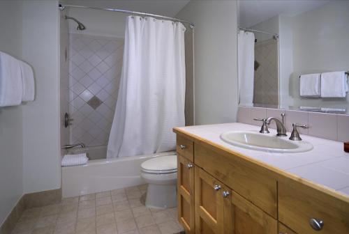 WestWall A303 11 guest bath 1