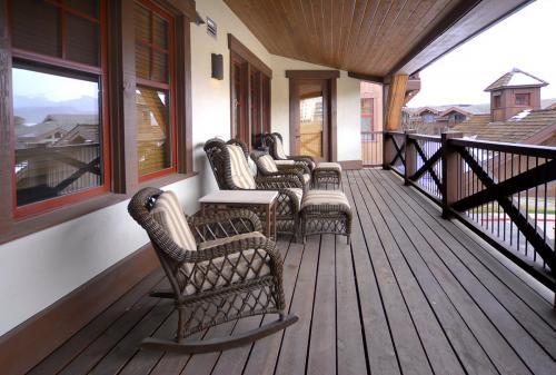 WestWall A306 02 deck