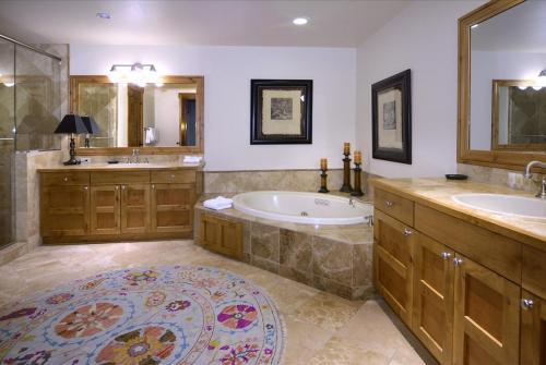 WestWall A306 09 master bath