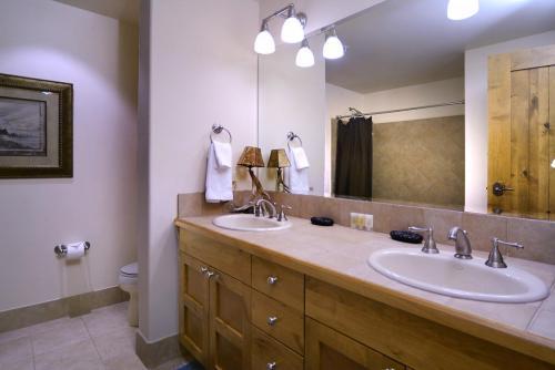 WestWall A306 13 guest bath 2