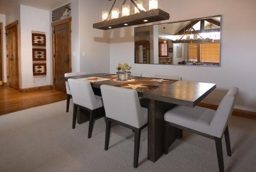 WestWall A406 06 dining room
