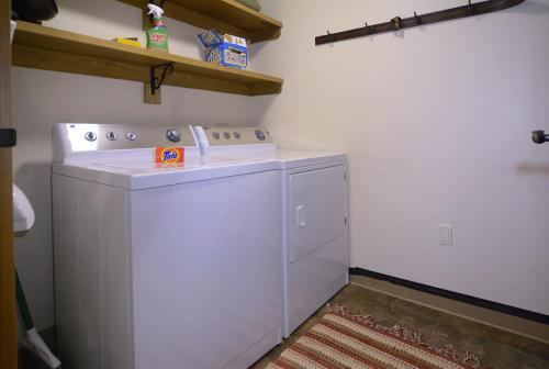 WestWall A406 09 laundry room
