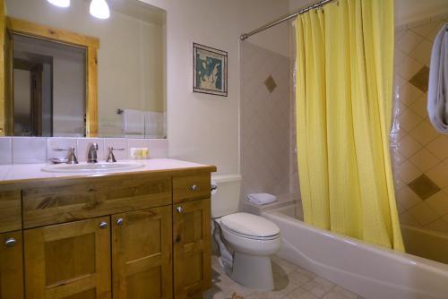 WestWall A406 13 guest bath