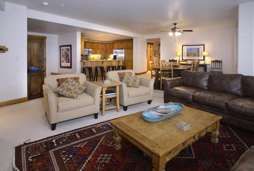 WestWall B202 02 living room