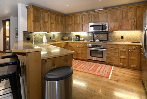 WestWall B202 06 kitchen