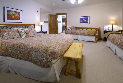 WestWall B202 08 master bed