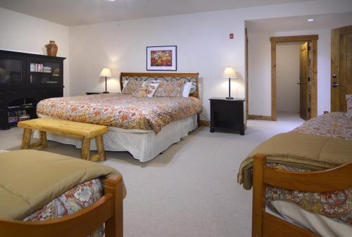 WestWall B202 09 master bed
