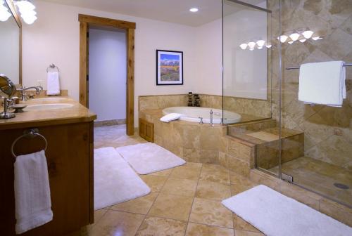 WestWall B202 10 master bath
