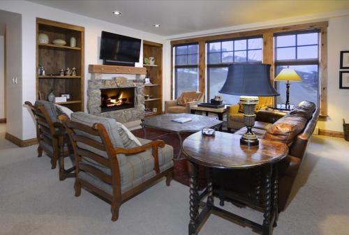 WestWall C102 03 living room