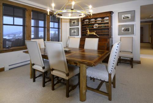 WestWall C102 05 dining room