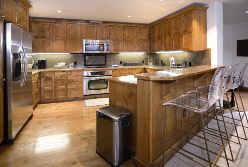 WestWall C102 06 kitchen