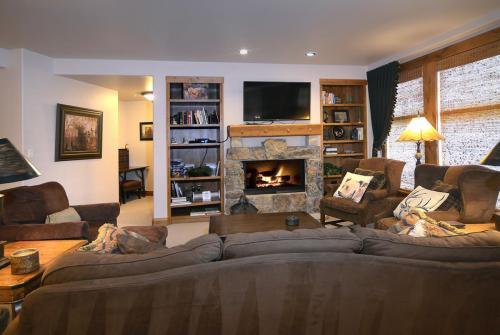 WestWall C103 02 living room