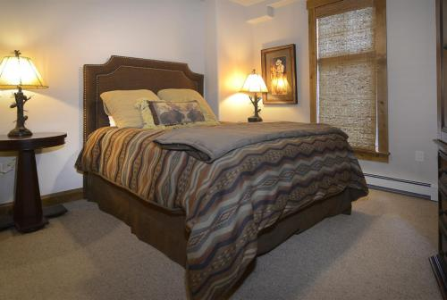 WestWall C103 10 guest bed 1