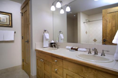 WestWall C103 13 guest bath 2