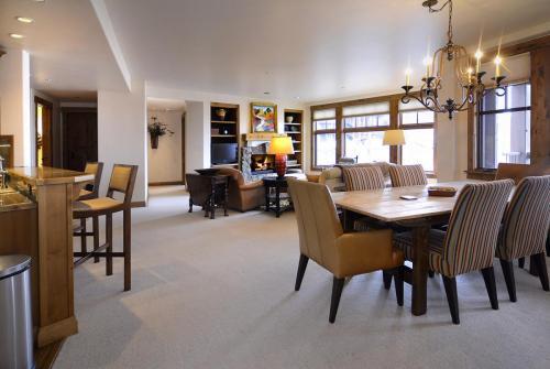 WestWall C202 01 living room