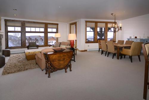 WestWall C202 03 living room