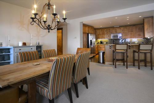 WestWall C202 04 dining room