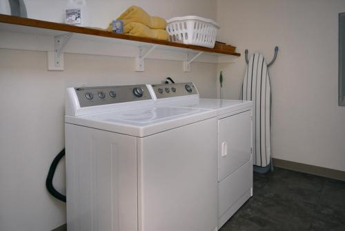 WestWall C202 07 laundry room