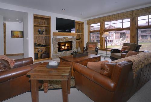 WestWall C203 05 living room