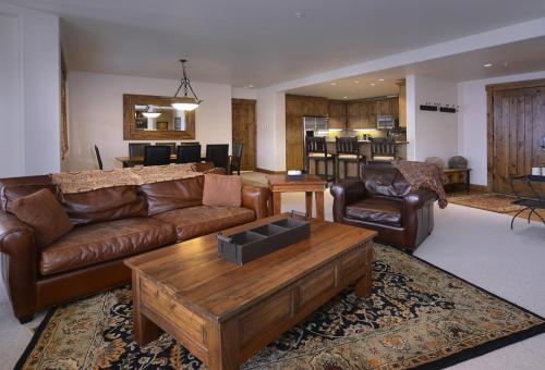 WestWall C203 06 living room