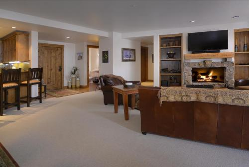 WestWall C203 07 living room