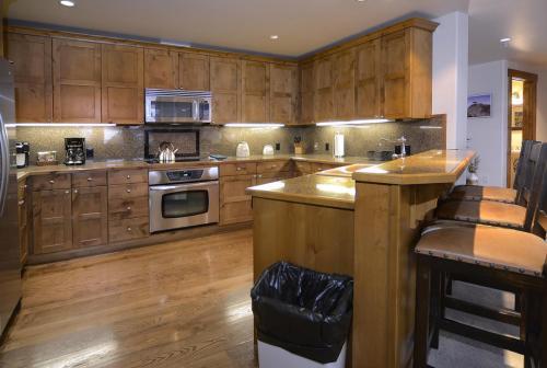 WestWall C203 09 kitchen