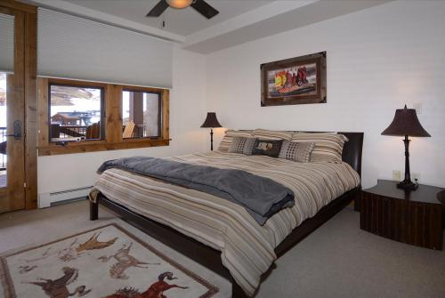 WestWall C203 10 bedroom 1