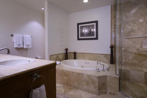 WestWall C203 11 bathroom 1