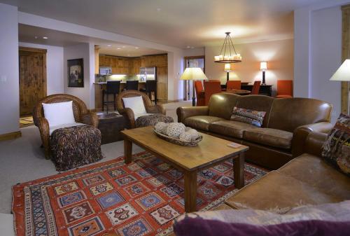 WestWall C204 04 living room
