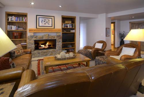 WestWall C204 05 living room