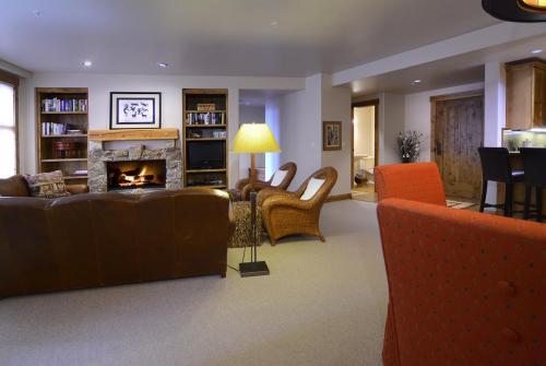 WestWall C204 07 living room