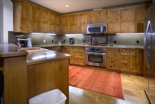 WestWall C204 12 kitchen